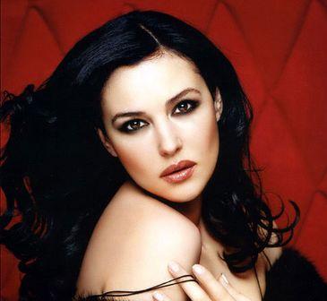 """的代言人,十几年后的今天,莫尼卡已经被誉为意大利""""性感女"""